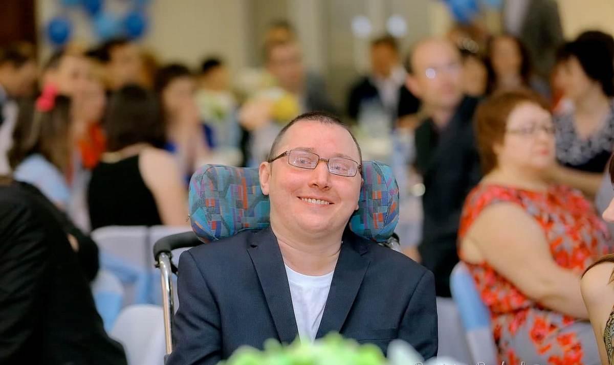 «Подпись зубами в документе ставил» — инвалид из Борисова рассказал о своем социальном проекте